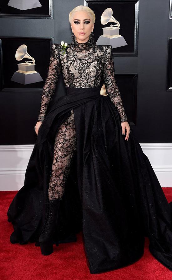 Lady Gaga là một trong những nghệ sĩ đến thảm đỏ sớm nhất. Năm nay, cô nhận được 2 đề cử là Màn trình diễn pop xuất sắc với ca khúc Million Reasons và Album pop xuất sắc với Joanne..