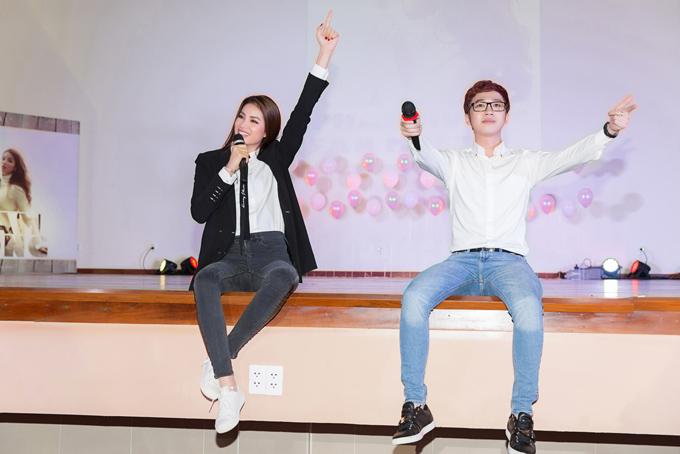 Ngoài các fan ruột,còn có sự xuất hiện của MC Minh Xù trong vai trò dẫn dắt chương trình và Phương Linh