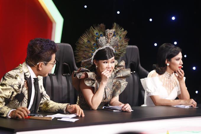 Ba giám khảo của tập bán kết là MC Thanh Bạch, nghệ sĩ hài Việt Hương và diễn viên Việt Trinh.
