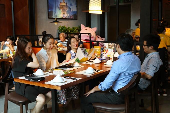 Khao Lao có không gian mộc mạc, là nơi thực khách có thể thưởng thức nhiều món ngon mang hương vị đặc trưng Lào.