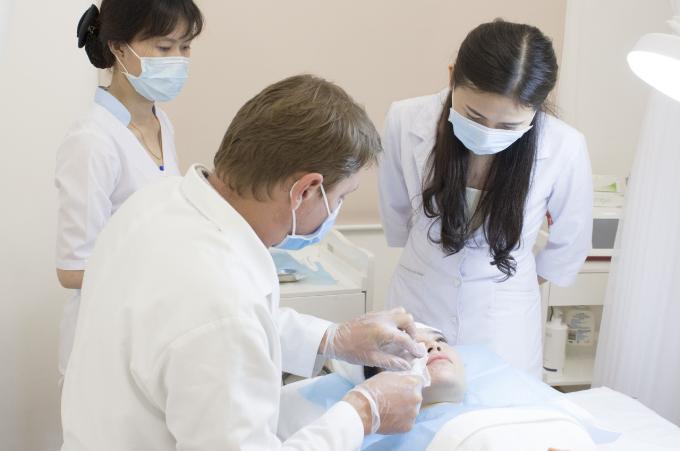 Liệu trình căng bóng da cấp tế bào Hydro Shine tại Evie Clinic & Spa thu hút nhiều chị em.