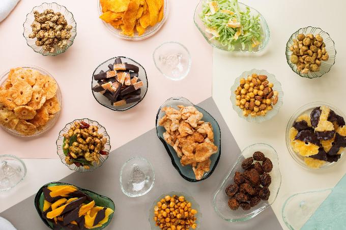 Bộ quà Tết  là sự kết tinh của sự am hiểu và tài nghệ sáng tạo khéo léo trong lĩnh vực ẩm thực cũng như nghệ thuật. Ngoài việc tuyển chọn nguồn nguyên liệu tươi ngon, tự nhiên, các nghệ nhân của W-Gourmet còn đặc biệt chú trọng giá trị dinh dưỡng để mang đến những món ăn hương vị thơm ngon và an toàn cho sức khỏe.