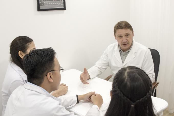 Evie Clinic & Spa có sự phối hợp chặt chẽ giữa bác sĩ trong và ngoài nước.