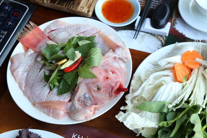Khao Lao Duy Tân có nhiều món ăn tinh túy giữa truyền thống và hiện đại, phù hợp khẩu vị của đa số thực khách.