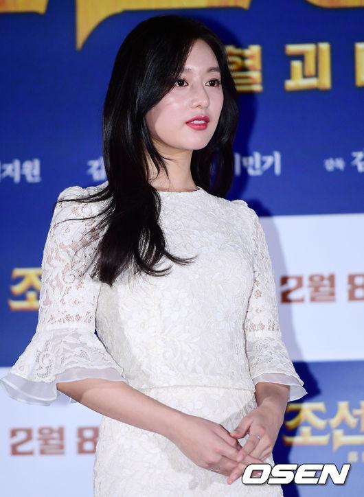 Chiều nay 29/1, Kim Ji Won dự buổi họp báo ra mắt bộ phim điện ảnhmới Detective K 3: Secret of Blood Sucking Demon tại rạp Mega Box, Dongdaemun. Tác phẩm dự kiến chính thức ra rạp tại Hàn Quốc vào 8/2 tới.