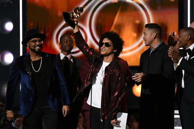 Bruno Mars xuất sắc giành tất cả các giải thưởng quan trọng tại Grammy 2018.