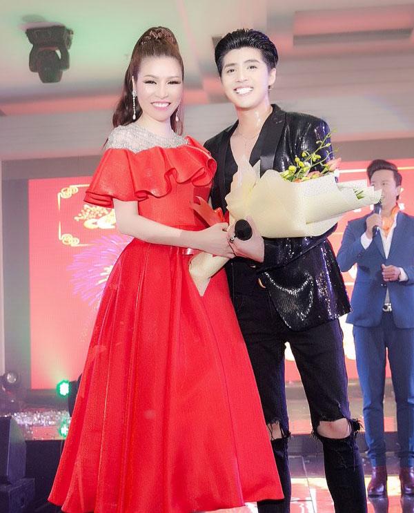 Noo Phước Thịnh cũng là một trong những khách mời đặc biệt của chương trình. Anh trình diễn nhiều ca khúc hit được khán giả yêu thích và là người bốc thăm tìm ra chủ nhân của chiếc xe trị giá 40 triệu đồng.