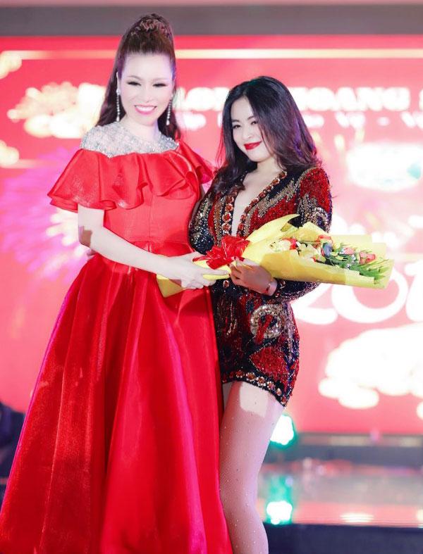 Hoàng thùy Linh tiếp hiện sự sôi động và sexy trên sân khấu bằng những ca khúc nhạc Dance.