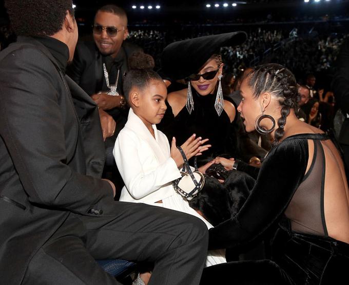 Jay Z có thể tuột mọi giải thưởng tại Grammy năm nay nhưng anh vẫn vui vì có vợ con ở bên trong sự kiện quan trọng này.