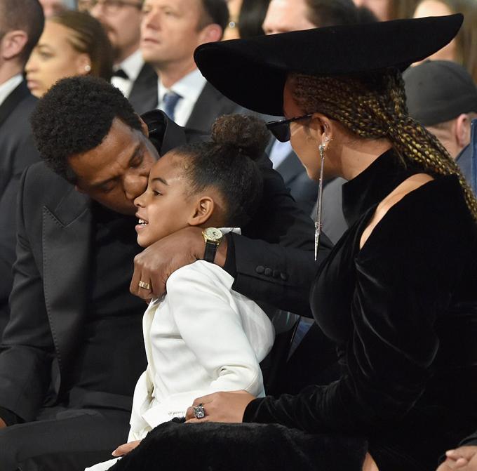 Jay Z và Beyonce đều rất yêu con gái và cô bé chính là sợi dây níu giữ cặp sao khi hôn nhân trục trặc vài năm trước. Vợ chồng Beyonce hiện đã có thêm một cặp song sinh chào đời vào hè 2017.