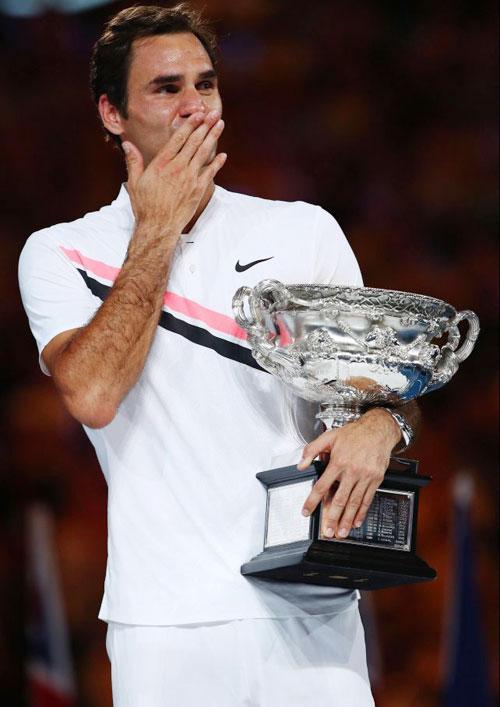 Ôm Cup vô địch Australia mở rộng 2018 trong tay, Federer