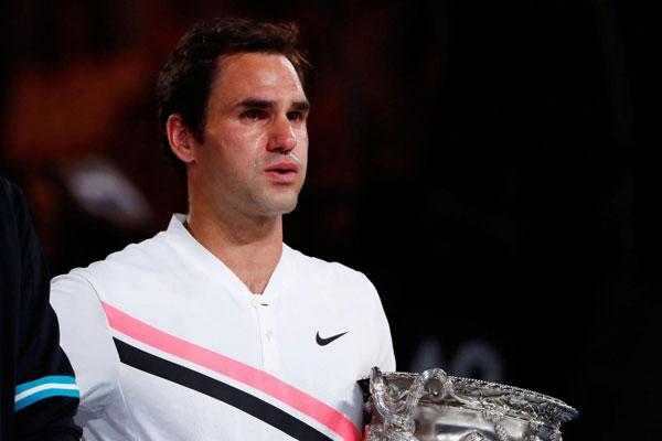 Trong buổi lễ chúc mừng nhà vô địch Australia Open 2018, tân vương khóc nức nở trong tiếng vỗ tay của khán giả.