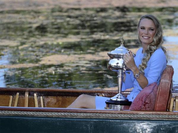 Tại chung kết đơn nữ Australia mở rộng, Caroline Wozniacki giành chiến thắng sau khi vượt qua Simona Halep