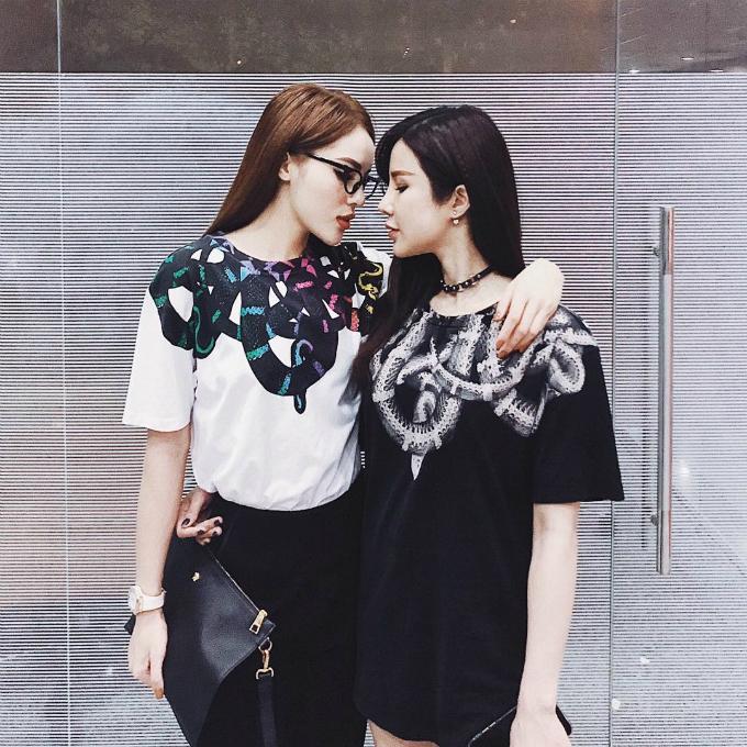 Hoa hậu Kỳ Duyên khoa style sành điệu bên người bạn thân Diệp Lâm Anh. Người đẹp chia sẻ: Always better together.