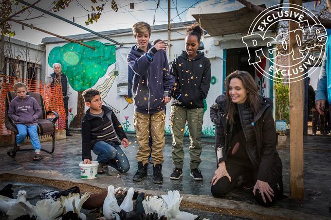 Ngày 28/1, Angelina Jolie và hai con gái tới thăm trại tị nạn của người Syria ở Jordan. Đây là lần thứ ba cô con gái Shiloh tới đây nhưng là chuyến đi đầu tiên của Zahara. Các con gái tôi đã xin được đi cùng tôi lần này. Hôm nay, Shiloh và Zahara đã trải qua một ngày trò chuyện và vui chơi với các bé cùng lứa tuổi. Những đứa trẻ ấy đã phải rời bỏ quê hương, đã bị mất người thân và đang phải đấu tranh với bệnh tật, đói nghèo nhưng chúng cũng chỉ là những đứa trẻ với những niềm hy vọng giống như tất cả trẻ em ở các quốc gia khác, Jolie chia sẻ.