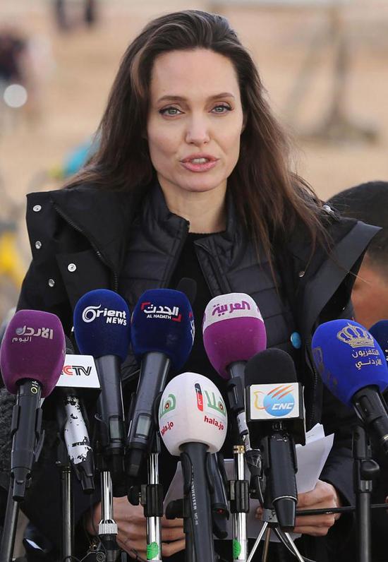 Jolie từng đến trại tị nạn ở Jordan vào năm 2012 và 2013 - nơi có 78.000 người đang phải lánh nạn vì chiến tranh.