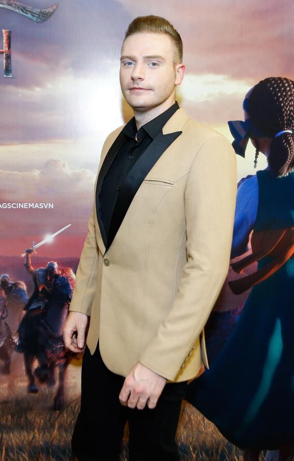 Ca sĩ Kyo York bảnh bao dự buổi ra mắt phim ở TP HCM.