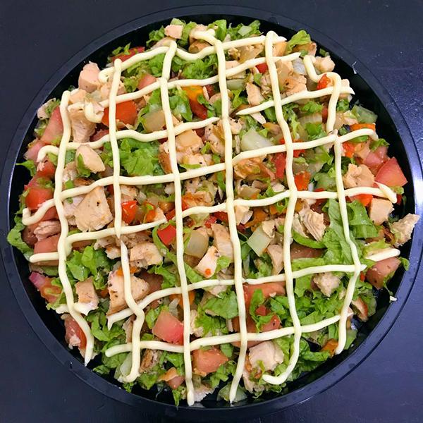 Salad ức gà rau củ quả.
