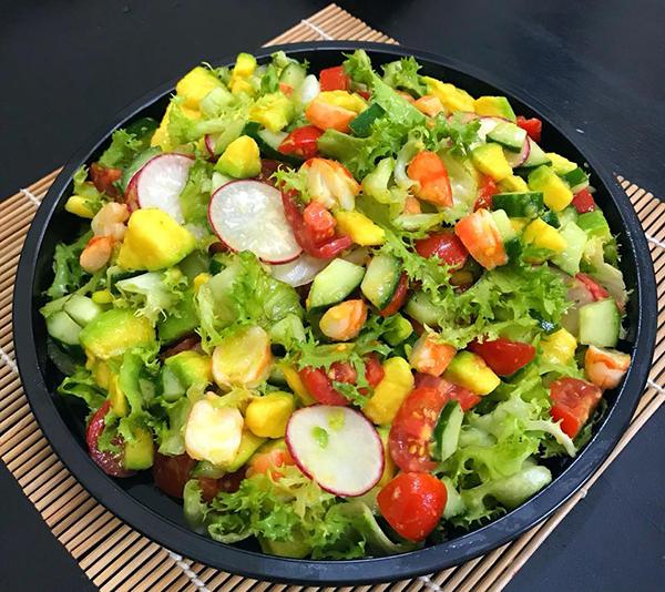 Salad tôm rau củ quả.