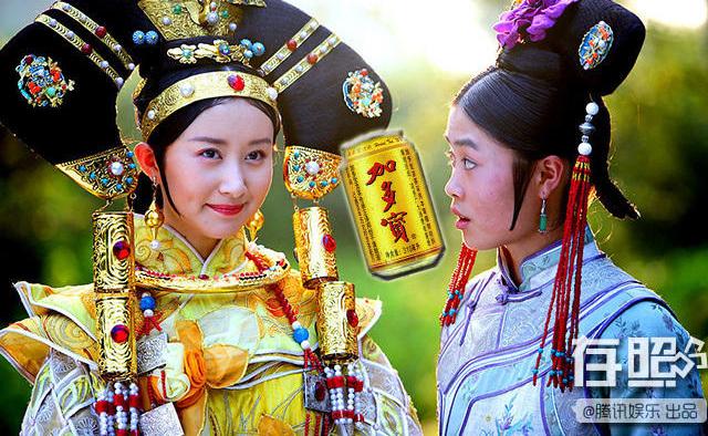 Thư Sướng trong phim Lộc Đỉnh Ký với tạo hình lòe loẹt, mái tóc nặng trịch trên đầu.