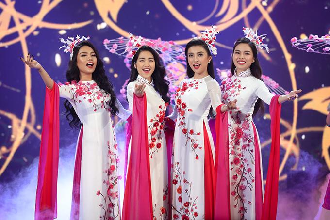 Bốn quán quân của các cuộc thi âm nhạc, gồm Vũ Thảo My, Hoà Minzy, Tiêu Châu Như Quỳnh và Giang Hồng Ngọc kết hợp trong ca khúc Mùa hoa trở lại.