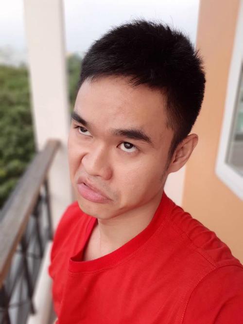 Hot boy, hot girl Việt selfie thể hiện tình cảm với các cầu thủ U23 - 2