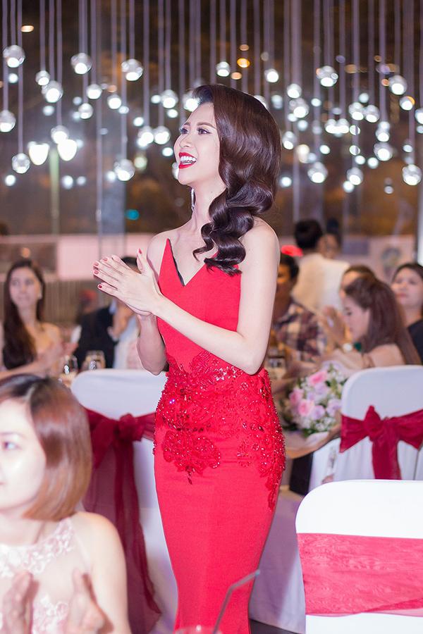 Liên Phương mở tiệc ăn mừng ngôi Á hậu 1 Hoa hậu Đại sứ Du lịch Thế giới 2017 - 3