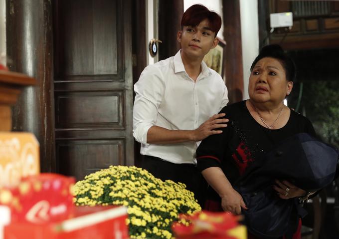 Nghệ sĩ Ngọc Giàu và Jun Phạm trong một cảnh phim.