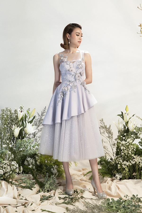 Trong bộ sưu tập mới nhất dành cho mùa xuân năm nay, Đỗ Long đã chọn hoạ tiết hoa hồng để tô điểm cho các kiểu váy tiệc tùng.