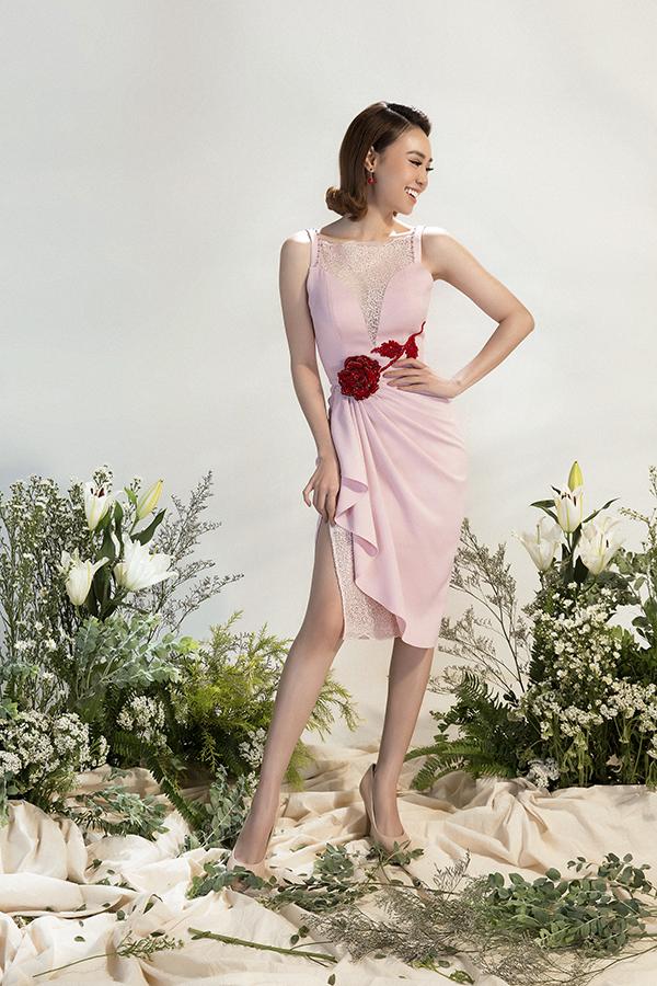 Hình ảnh hoa lá mang đậm không khí ngày xuân luôn được các nhà mốt yêu thích và đưa vào các thiết kế xuân hè. Đỗ Long có cách khai thác riêng xu hướng này để mang tới nét độc đáo.