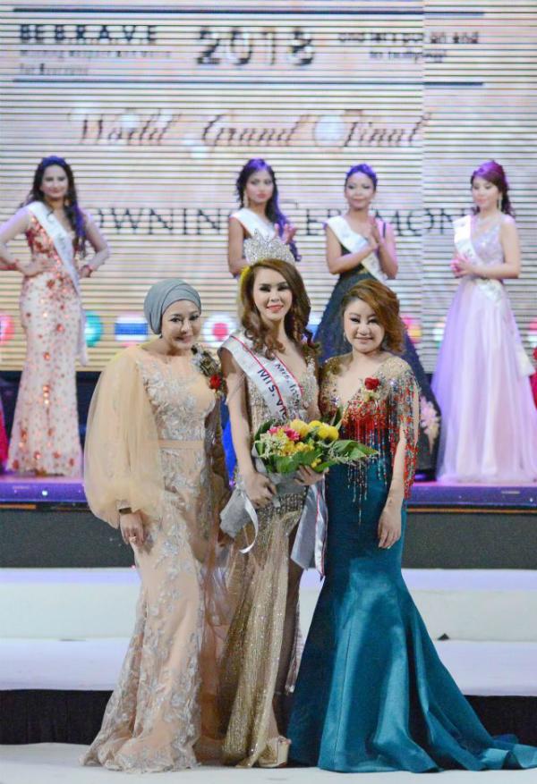 Ngoài danh hiệu Mrs International Global Ambassador 2018, Huyền Thương còn dành cú đúp với giải thưởng Mrs Beauty Skin.