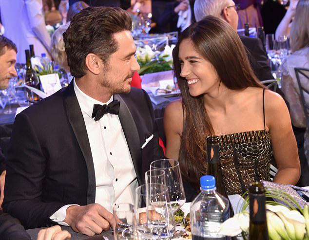 Tài tử quyết định tái xuất tại lễ trao giải Screen Actors Guild Awards ở Los Angeles vào tuần trước cùng bạn gái nơi anh được đề cử giải Nam diễn viên chính xuất sắc.