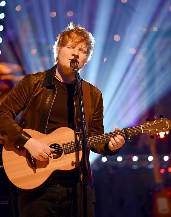 Ed Sheeran đi ngủ sớm thay vì đến lễ trao giải.