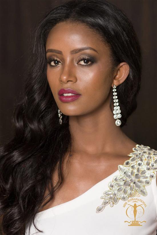 Người đẹp Ethiopia, Bitaniya Yosef, xếp vị trí thứ 9. Cô vừa giành danh hiệu Á hậu 3 của Miss Supranational 2017.