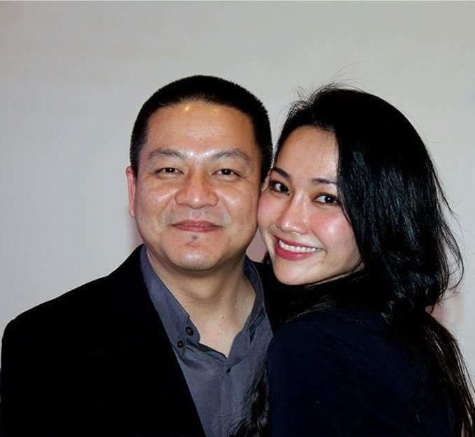 Vợ chồng Kim Hiền vẫn ngọt ngào tình cảm sau nhiều năm hôn nhân.