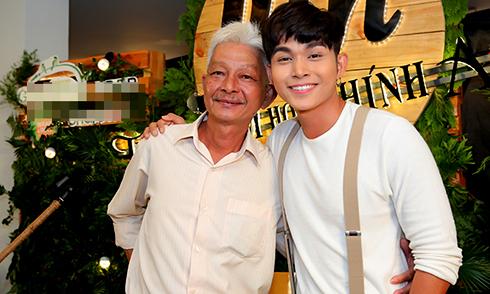 Jun Phạm tiết lộ bố anh khỏe hơn khi con trai bớt 'sống ảo'