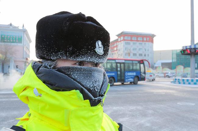 Một ngày làm việc của nữ cảnh sát giao thông ở vùng đất -50 độ C - 1