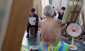 Cụ ông 88 tuổi làm mẫu nude bị con cái xa lánh