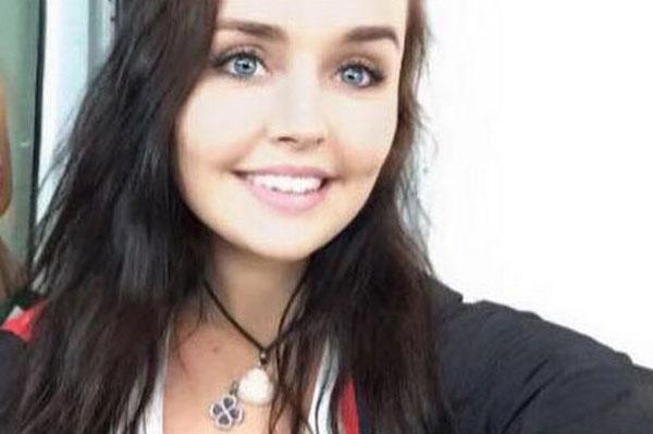 Cô gái trẻ tự tử bằng cách treo cổ trên cây.