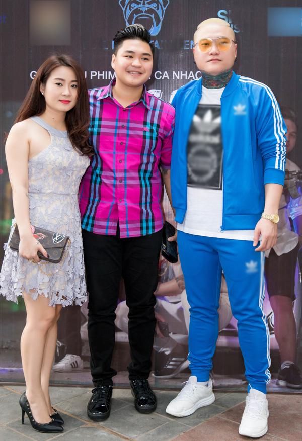 Con trai Lê Giang - diễn viên Duy Phướcđi sự kiện cùng bạn gái. Anh vừa có dịp diễn xuất trong sản phẩm mớicủa Vũ Duy Khánh.