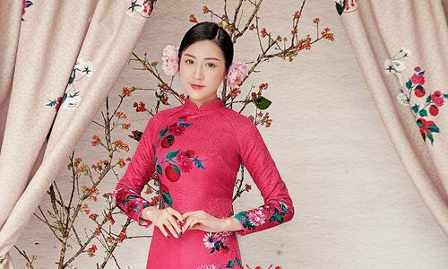 Á hậu Tú Anh duyên dáng trong bộ áo dài của nhà thiết kế Hà Cúc