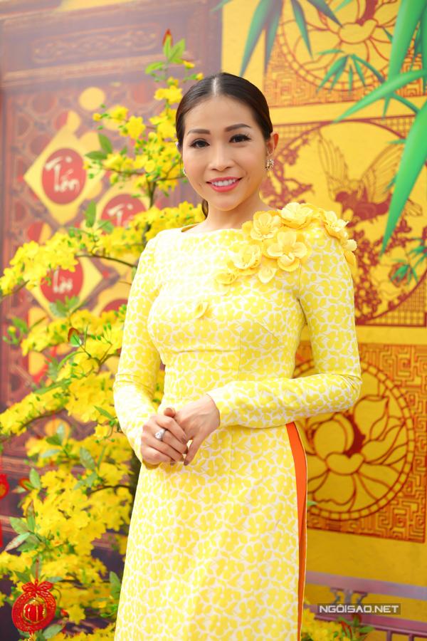 Dự sự kiện có nhiều nghệ sĩ đã gắn bó với Gala nhạc Việt, trong đó có diễn viên Khả Như.