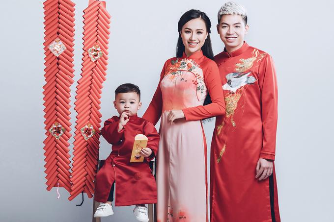 Mồ côi mẹ, sống cùng ông bà ngoại, cuộc hành trình từ năm 14 tuổi của DJ Tít, Trần Thị Thủy Tiên, được nhiều người ngưỡng mộ. Cô từng góp mặt trong nhiều chương trình biểu diễn lớn và giành giải thường DJ được yêu thích nhất của Miss Beat Việt Nam.Đầu năm 2016, nàng DJ nóng bỏng theo chàng về dinh ở tuổi 22. Ông xã của cô là chủ một salon tóc tại Hà Nội. Cuộc sống hôn nhân của cô ngày càng viên mãn từ sau khi bé Bis ra đời.