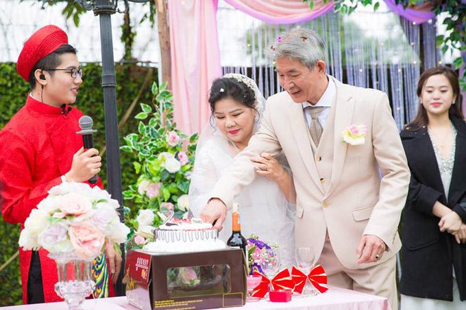 Vợ chồng nghệ sĩ Tôn Thất Lợi - Thanh Hoa đã chung sống hạnh phúc bên nhau gần 35 năm qua. Họ có chung một con trai là ca sĩ Tôn Thất Sơn.