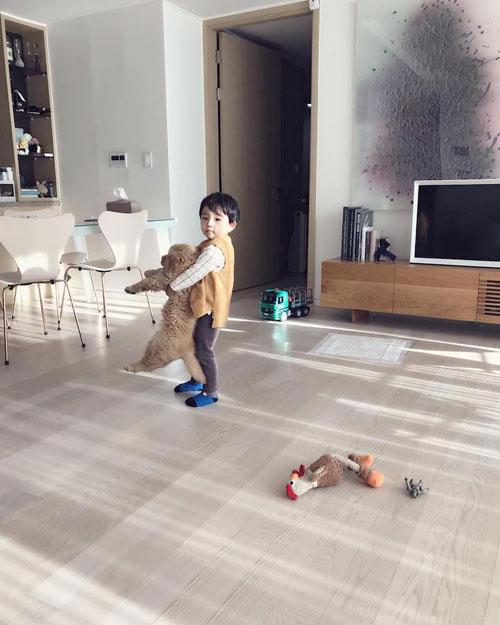 Molly được cả nhà yêu thích, đặc biệt là Aithan, con trai 3 tuổi của Ah Min.