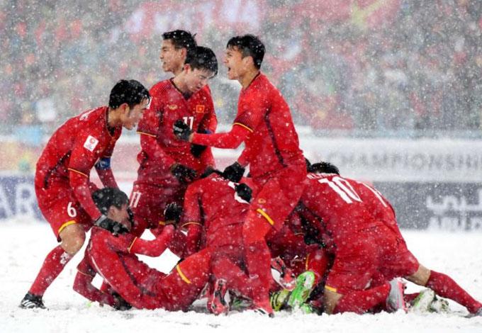 U23 Việt Nam mừng bàn thắng của Quang Hải trận gặp Uzbekistan. Ảnh: AFC.