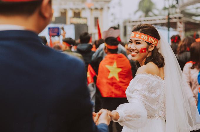 Bộ ảnh cưới chụp trong trận chung kết của U23 Việt Nam - 7