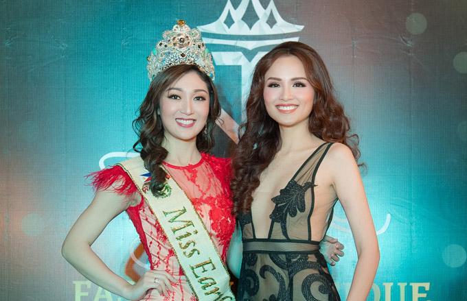 Trong sự kiện tối qua, Diễm Hương còn có dịp đọ sắc với Miss Earth 2017Karen Ibasco.