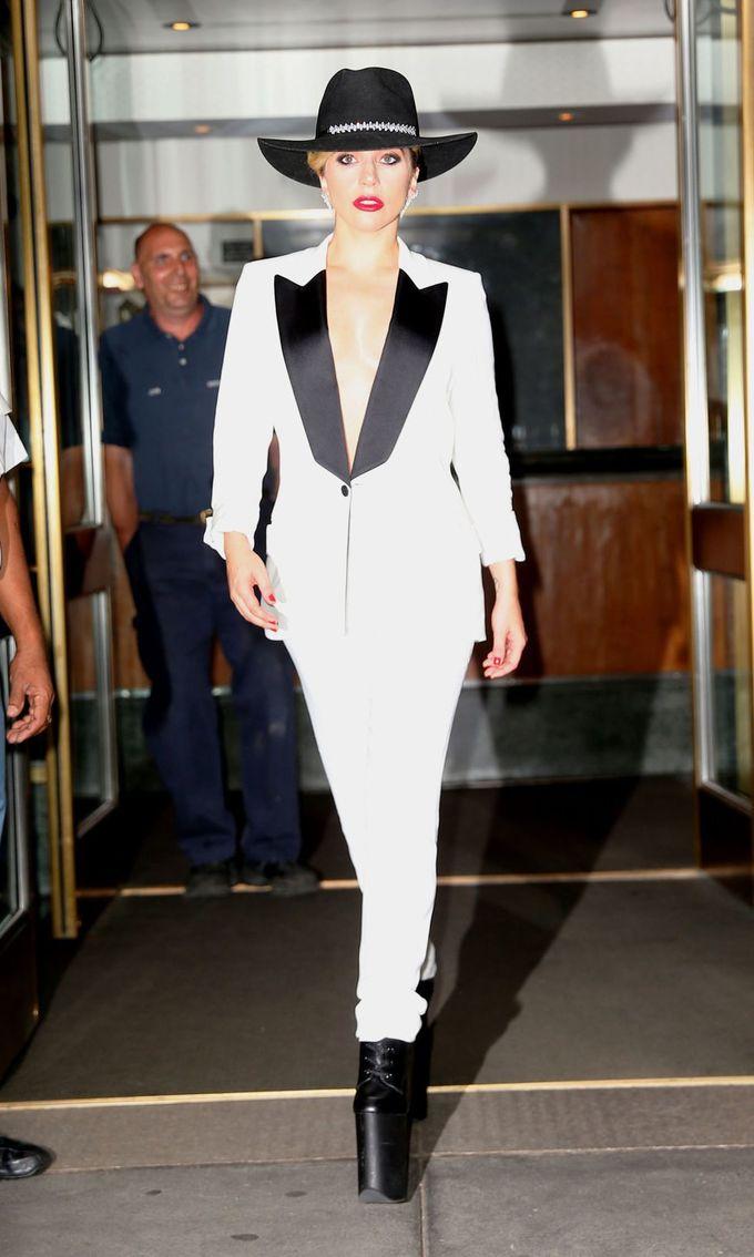 10 bộ cánh được lòng công chúng nhất của Lady Gaga