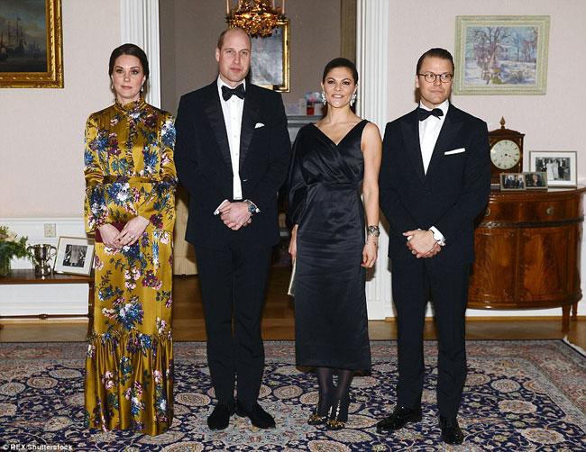 Vợ chồng công tước xứ Cambridge chụp ảnh lưu niệm cùng vợ chồng công chúa Thụy Điển.